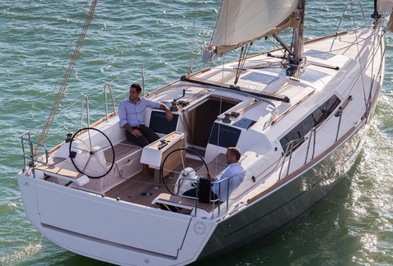 location voilier en croatie dufour 382 avec skipper. Black Bedroom Furniture Sets. Home Design Ideas