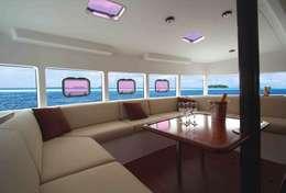 Grand carré de réception pour recevoir les 12 passagers