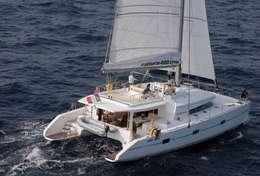 Catamaran de 18 mètres en navigation en Corse