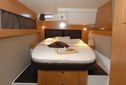 Cabine spacieuse du catamaran Salina 48