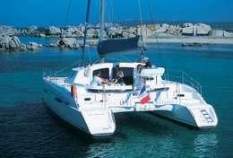 Beau mouillage à bord du catamaran Lavezzi 40