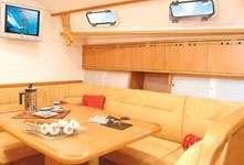 Carré intérieur du voilier Harmony 38