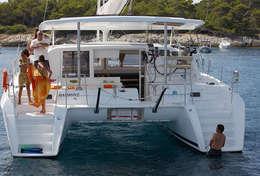 Baignade du catamaran Lagoon 420