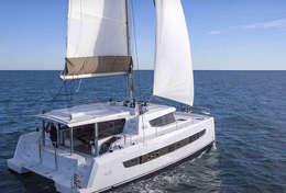 Catamaran Bali 4.8 en navigation sur la Mer Ionienne