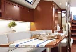 Intérieur pour déjeuner sur le bateau