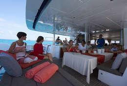 Déjeuner à bord du catamaran Lagoon 620