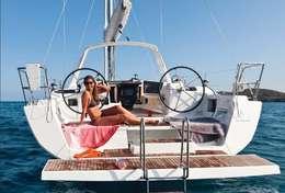 Détente au soleil sur le voilier