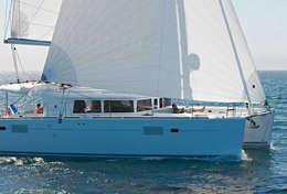 Lagoon 450 en navigation sur une mer calme