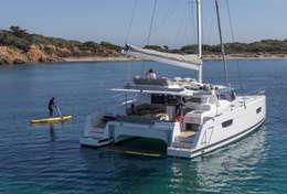 Jeux d'eau autour du catamaran Saona 47