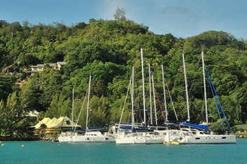 Voiliers et catamarans Baie de Sainte Anne à Praslin
