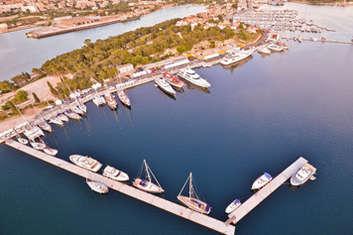Croisière en voilier à la marina Sibenik en Croatie